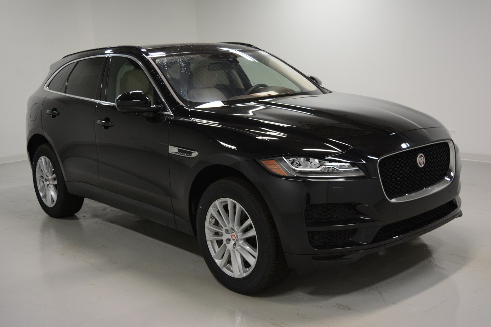 new 2018 jaguar f pace 35t prestige sport utility in elmhurst j1622 jaguar elmhurst. Black Bedroom Furniture Sets. Home Design Ideas