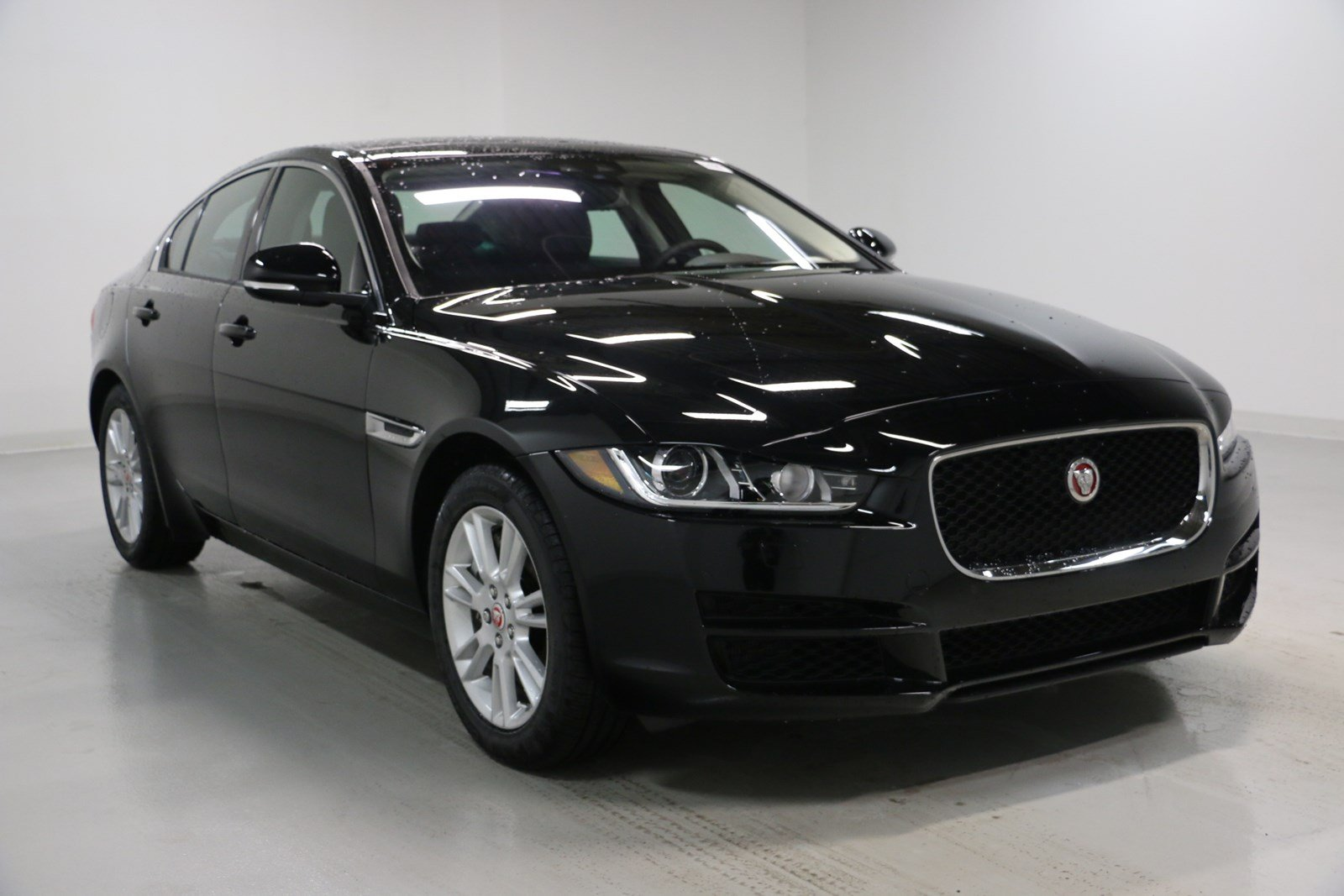 new 2018 jaguar xe 25t premium 4dr car in elmhurst j1695 jaguar elmhurst. Black Bedroom Furniture Sets. Home Design Ideas