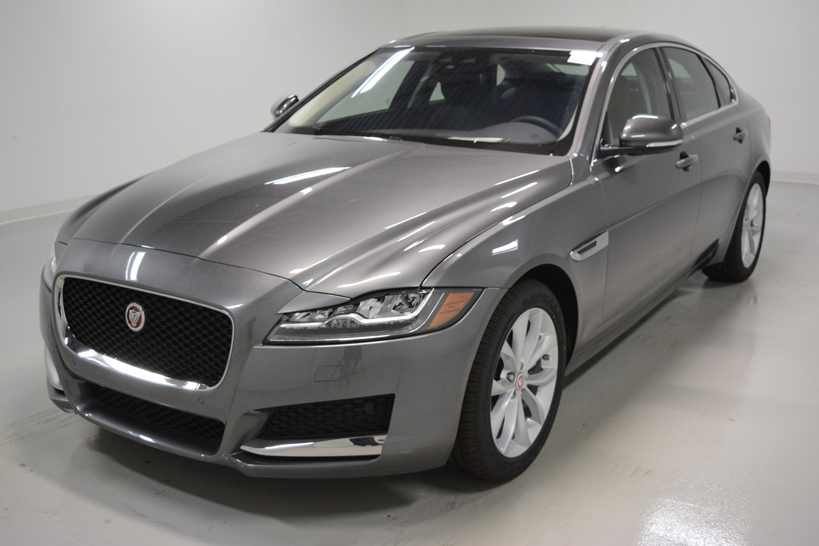 new 2018 jaguar xf 25t premium 4dr car in elmhurst j1637 jaguar elmhurst. Black Bedroom Furniture Sets. Home Design Ideas