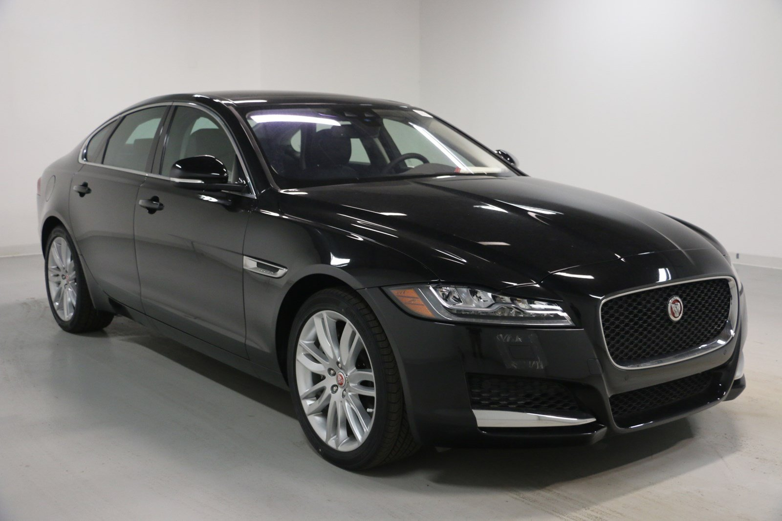 new 2018 jaguar xf 35t prestige 4dr car in elmhurst j1667 jaguar elmhurst. Black Bedroom Furniture Sets. Home Design Ideas