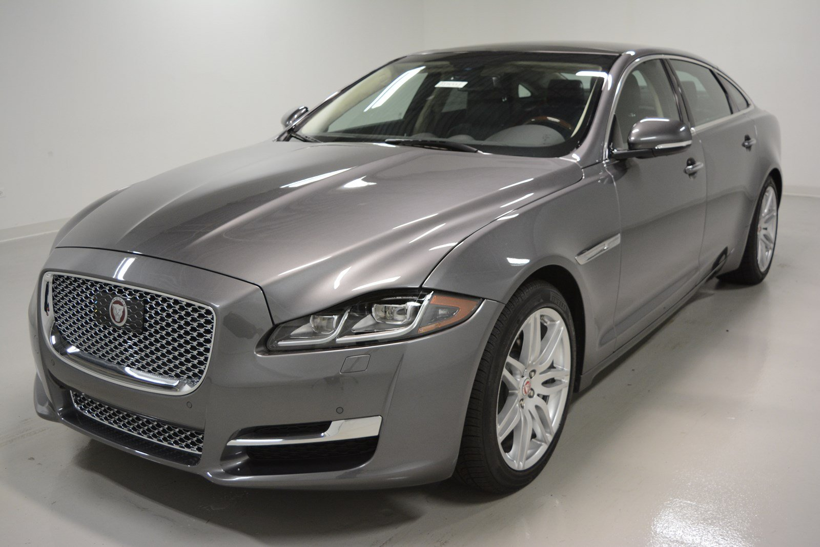 new 2017 jaguar xjl xjl portfolio 4dr in elmhurst j1534 jaguar elmhurst. Black Bedroom Furniture Sets. Home Design Ideas