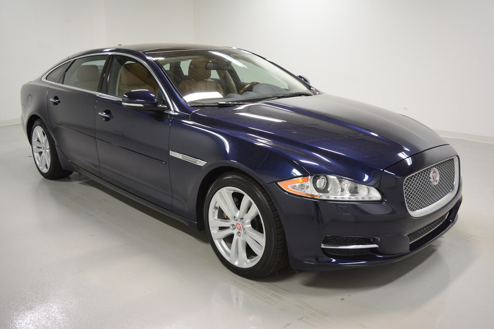 pre owned 2014 jaguar xjl xjl portfolio 4dr car in elmhurst j2415p jaguar elmhurst. Black Bedroom Furniture Sets. Home Design Ideas